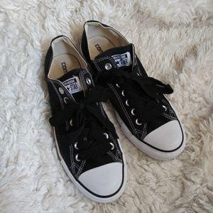 NWOT Men's Black Converse size 8.5